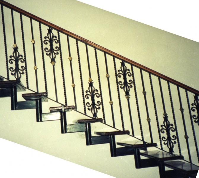 Escaleras y balcones herreria y forja for Fotos de escaleras de herreria
