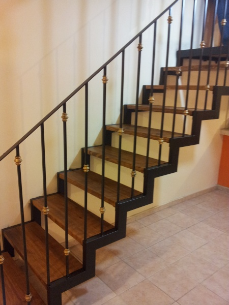 Escaleras y balcones herreria y forja for Escaleras de herreria