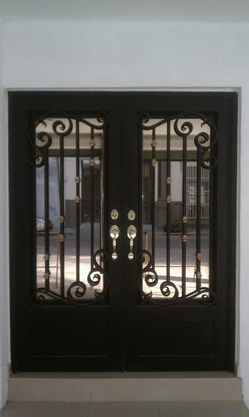 Puertas principales de forja herreria y forja for Portones de entrada principal