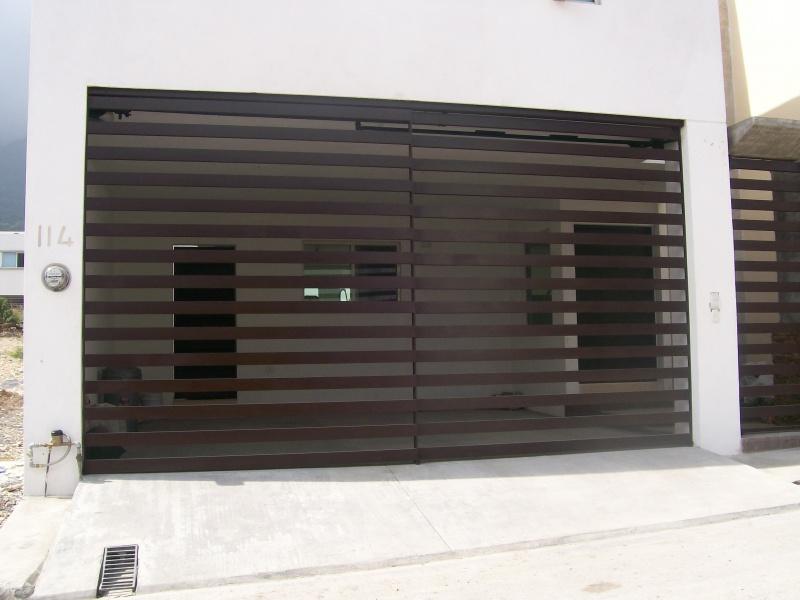 Fotos de portones herreria y forja for Modelos de portones metalicos para casas