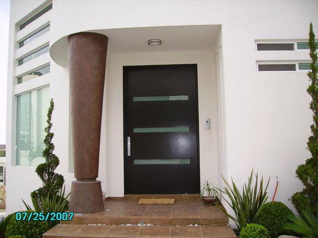 Puerta 106 herreria y forja for Puertas de entrada modernas minimalistas