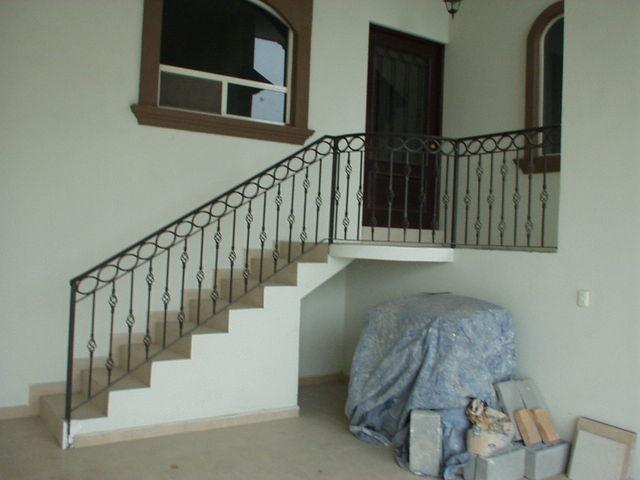 Barandal de escalera herreria y forja for Fotos de escaleras de herreria