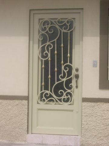 Puerta de forja 103 herreria y forja for Puertas principales de herreria elegantes