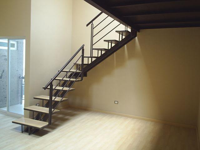 Escalera de acero 2 herreria y forja for Escalera exterior de acero galvanizado precio