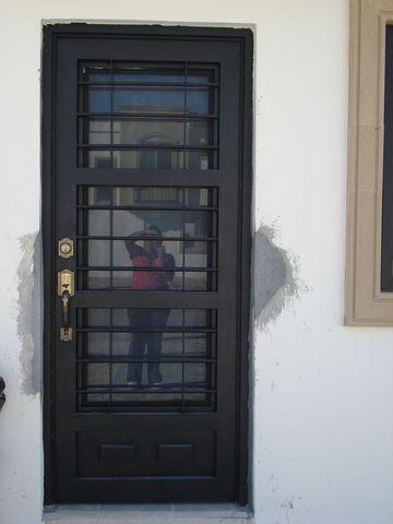 Puerta 105 herreria y forja for Puertas de herreria para casa